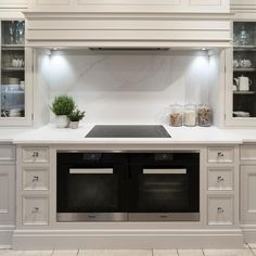 This Hampton kitchen features Calacatta Gold worktops and splashback, ovens and hob with polished chrome… Family Kitchen, Home Decor Kitchen, Kitchen Living, Interior Design Kitchen, Home Kitchens, Kitchen Canopy, Casa Feng Shui, Kitchen Hob, Kitchen Extractor Hood