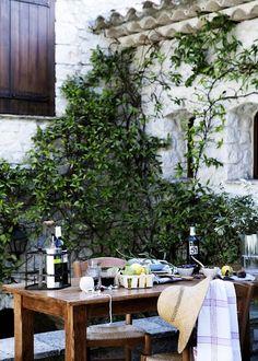 al fresco dinner outdoor table gathering Outdoor Rooms, Outdoor Dining, Outdoor Gardens, Outdoor Retreat, Patio Dining, Exterior Design, Interior And Exterior, Outside Living, Al Fresco Dining