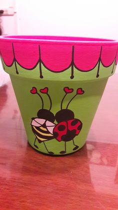 Painted planter - Deco How to Crafts Flower Pot Art, Flower Pot Design, Clay Flower Pots, Flower Pot Crafts, Clay Pots, Clay Pot Projects, Clay Pot Crafts, Painted Plant Pots, Painted Flower Pots