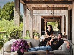 Step Inside Ashton Kutcher and Mila Kunis's Sustainable L.A. Farmhouse - News Break Mila Kunis House, Mila Kunis Ashton, New York City Apartment, Ashton Kutcher, Nate Berkus, Entertainment Tonight, Soho House, Los Angeles Homes, Country Estate