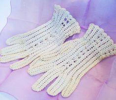 Antique Fine Cotton Thread Crochet Mesh Lace Gloves by pinkpainter, $12.00