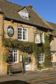 The Queens Head a traditional town pub right in the Square at Stow-on-the-Wold, Cheltenham, Gloucestershire, England.