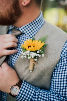 sunflower wedding Sunflower buttonholes are a lovely rustic wedding idea. Check out our round-up of 45 rustic wedding ideas for all the barn wedding inspiration you could ever need! Sunflower Boutonniere, Rustic Boutonniere, Sunflower Corsage, Shotgun Shell Boutonniere, Boutonnieres, Sunflower Wedding Decorations, Sunflower Wedding Bouquets, Rustic Sunflower Weddings, Wedding Ideas With Sunflowers