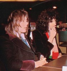 Roger Taylor and Brian May sit together John Deacon, Queen Photos, Queen Pictures, Queen Band, Brian May, I Am A Queen, Save The Queen, Queen Queen, Metallica