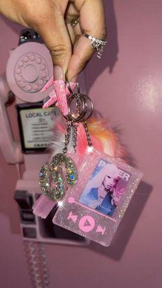 Things To Buy, Girly Things, Girly Stuff, Diy Keychain, Keychain Ideas, Lip Gloss Homemade, Self Defense Keychain, Business Baby, Girly Car