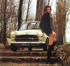 Mini Cooper S MKII de 55 photos couleur de filles & de Clubman ou Countryman Mini Cooper Classic, Mini Cooper S, Classic Mini, Classic Cars, John Cooper Works, Retro Cars, Vintage Cars, Vintage Glamour, Pin Up Car