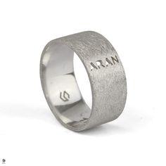 🌞Buenos días!!🌞Anillo en plata texturizada con el nombre de su hijito💖  En los anillos personalizados podemos escribir/dibujar todo aquello que queráis!! 🚀Ven a SYL o contáctanos en el 977313583 y diseña tu joya personalizada!✨