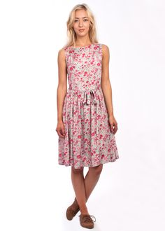Shop Carousel for vintage style. Be unique with affordable, retro designs. Vintage Inspired Outfits, Vintage Style Outfits, Vintage Dresses, Vintage Fashion, Latest Summer Fashion, 1950s Style, Summer Styles, Late Summer, Vintage Floral