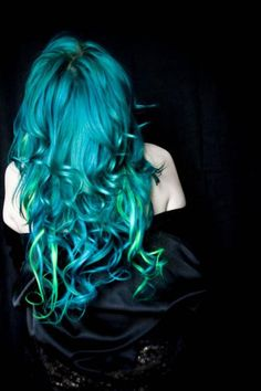 Teal hair! With lime-lights!!