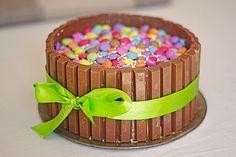 Schokoladen-Kitkat-Smartiestorte, ein sehr schönes Rezept aus der Kategorie Backen. Bewertungen: 86. Durchschnitt: Ø 4,1.