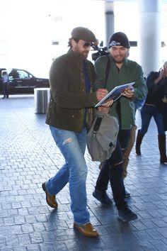Gerard Butler Photos Photos - Both Gerard Butler and Khloe Kardashian are seen at LAX on March 31, 2017. - Gerard Butler Is Seen at LAX