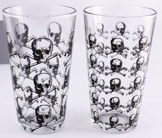 SKULLS Pint Glass set of 2: Kitchen & Dining