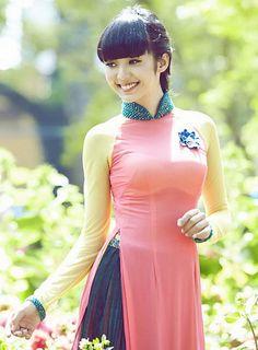 Bao-Tran-[1]   a.achilles   Flickr Vietnamese Traditional Dress, Vietnamese Dress, Traditional Fashion, Traditional Dresses, Asian Woman, Asian Girl, Ao Dai, Asian Fashion, Asian Beauty
