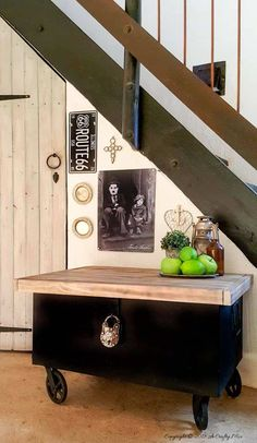 Transform an old metal trunk into this beautiful storage idea and hide your tools in plain sight #toolboxstorage #metaltrunk #repurpose #DIYMakeover Wooden Trunks, Wooden Tops, Diy Furniture Projects, Diy Projects, Furniture Redo, Illinois, Trunk Makeover, Makeover Tips, Fashion Art
