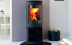 Complement the clean lines of a contemporary living room with this sleek stove. F 471 wood-burning stove, from Jøtul For more living room ideas visit housetohome Looking for a fireplace stockist near you visit the housetohome directory Wood, Furniture Design Modern, Sleek Stove, Living Room Modern, Wood Burning Stoves Living Room, Wood Bedroom Furniture, Modern Wood, Kitchen Table Wood, Wood Kitchen Backsplash