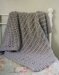 Free Knitting Pattern - Afghans & Blankets: Lacy Chunky Throw