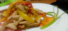 Piept de curcan cu ardei in trei culori Pinterest Recipes, I Foods, Thai Red Curry, Good Food, Easy Meals, Favorite Recipes, Chicken, Ethnic Recipes, Homemade Food