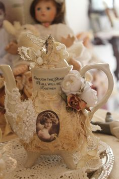 El arte de Rosiña Shabby Chic Crafts, Shabby Chic Homes, Shabby Chic Decor, Christmas Scenes, Cake Plates, Tiered Cakes, Decorated Bottles, Cup And Saucer, Tea Sets