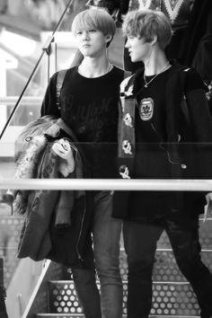 sleeping in your arms Sehun And Luhan, Exo Kai, Chanyeol, Exo Ot12, Chanbaek, The Sky Is Falling, Exo Couple, Love Boyfriend, Xiuchen