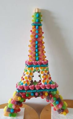 Tour Eiffel, Eiffel Tower Cake, Rainbow Treats, Chocolates, Candy Cakes, Candy Bouquet, Candy Table, Fruit Art, Food Crafts