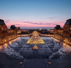 Jr at Musée du Louvre, Paris, 2019 by night