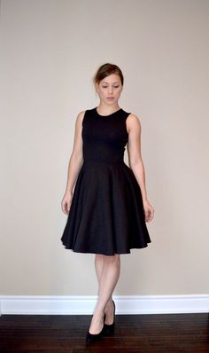 Go back to fashion basics with a little black dress that looks stunning on any body shape with this Chic Little Black Dress Pattern. This free dress pattern is designed to flatter women of all sizes and has a cl Dress Making Patterns, Vintage Dress Patterns, Skirt Patterns, Coat Patterns, Blouse Patterns, Sewing Patterns Free, Clothing Patterns, Free Sewing, Free Pattern