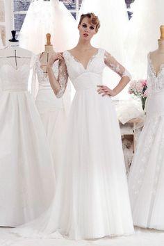 Wedding Dress by Atelier Emelia Long Sleeve Wedding Dress // Robes de mariée Atelier Emelia 2017