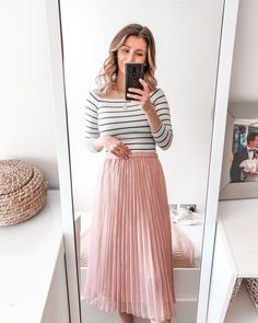 Free Lightroom Preset Bright Minimal - Cappuccino and Fashion Midi Skirt Outfit Casual, Pink Skirt Outfits, Summer Outfits, Pink Pleated Midi Skirt, Pink Maxi, Midi Skirts, Skirt Fashion, Fashion Outfits, Steampunk Fashion