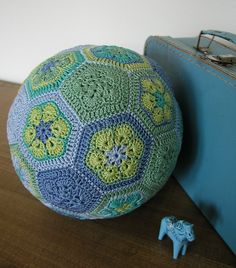 Ravelry: annahillegonda's African Flower ball - would need to find the pentagon pattern Crochet Ball, Crochet Baby Toys, Love Crochet, Learn To Crochet, Crochet Motif, Crochet Animals, Knit Crochet, Crochet Patterns, Crochet African Flowers