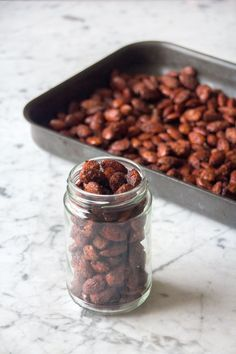 SPICED ALMONDS ~~~ coconut sugar maple syrup nutmeg ginger cinnamon and honey [deliciouslyella] Christmas Nibbles, Christmas Food Gifts, Vegan Christmas, Xmas Food, Christmas Cooking, Homemade Christmas, Healthy Christmas Treats, Christmas Hamper, Christmas Christmas