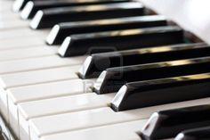 Vista prospettica di una tastiera del pianoforte Archivio Fotografico