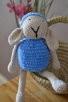 Hezký večer,   co si vzít do ruky přízi a háček a začít bečet. Ne, nezbláznila jsem se, ale jak jinak a lépe uvést návod na háčkovanou ovečk... Crochet Animals, Teddy Bear, Knitting, Toys, Amigurumi, Crocheted Animals, Activity Toys, Tricot, Breien