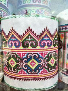 Made of by machine Cross Stitch Borders, Cross Stitch Flowers, Cross Stitching, Cross Stitch Embroidery, Cross Stitch Patterns, Crochet Stitches Patterns, Embroidery Patterns, Crochet Cross, Pattern Design