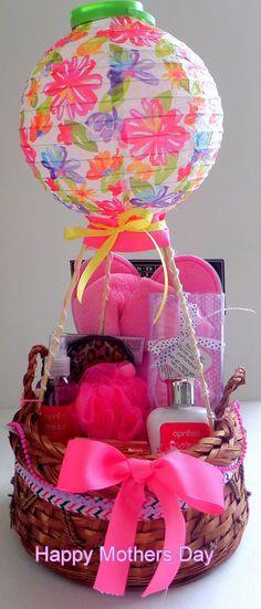 Mother's Day Gift Basket Idea - Spa at HomeDIY mother's day gift basket - SPA da. Mother's Day Gift Basket Idea – Spa at HomeDIY mother's day gift basket – SPA day at home! Mothers Day Baskets, Cute Mothers Day Gifts, Mother's Day Gift Baskets, Mothers Day Crafts, Mother Gifts, Balloon Gift, Air Balloon, Balloon Basket, Craft Gifts