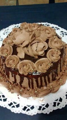 Ummmm deliciosa torta ciruela, vino y una exquisita crema de chocolate