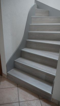 Maytop - Tiptop Habitat - Habillage d'. Laminate Stairs, Tile Stairs, Flooring For Stairs, Metal Stairs, Wood Staircase, Staircase Remodel, Painted Stairs, Wooden Stairs, Home Plans