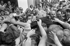 Un jour en #France #1960. Voyage du Général #DeGaulle en #Bretagne. Ici à #Lannion . Ça s'appelle avoir une belle côte  de popularité . Photo : Georges Menager/ #ParisMatch by parismatch_magazine
