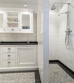 Jaren30woningen.nl | Sobere, maar stijlvolle badkamer in jaren 30 ...