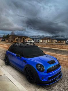 Black Mini Cooper, Mini Cooper Custom, Mini Coper, Car Pictures, Car Pics, Mini Usa, Mini Morris, Van Car, Porsche 911 Targa