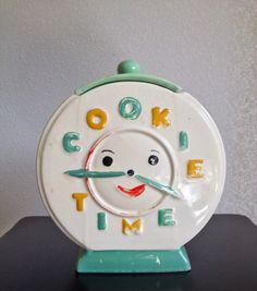 """RARE  """"Cookie Time"""" Clock Cookie Jar!! NR!!"""