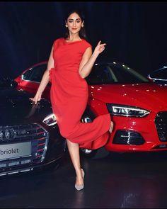 Indien Movie's Actress Ileana D'Cruz Biography and Lifestyle Indian Bollywood Actress, Beautiful Bollywood Actress, South Indian Actress, Beautiful Indian Actress, Indian Actresses, Bollywood Style, Ileana D'cruz Hot, Fashion Project, Indian Beauty Saree