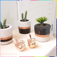 Cement floor floor candles and concrete - that just fits perfectly.Cement floor floor candles and concrete - that just fits perfectly. So also in this DIY, which even leaves space for greenery Cement Flower Pots, Diy Concrete Planters, Concrete Pots, Diy Planters, Rustic Planters, Concrete Furniture, Modern Planters, Succulent Planters, Indoor Planters
