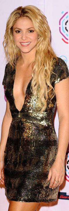 shakira Shakira Style, Shakira Outfits, Formal Evening Dresses, Famous Women, Love Fashion, Dress Fashion, Gorgeous Women, Sexy Dresses, Dress To Impress