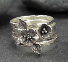 Sterling Flower Rings, Forget Me Not, Bronze, Sterling Silver, Metalsmith Jewelry Anneaux en argent Bijoux Design, Schmuck Design, Jewelry Design, Jewelry Gifts, Jewelery, Handmade Jewelry, Personalized Jewelry, Yoga Jewelry, Gucci Jewelry