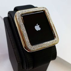 #18k #applewatch #applewatchcase #goldapplewatch #diamondapplewatch #blingedout #handmadecase #applewatchsport #applewatchband #teamapple #smartwatch #diamonds #diamondwatch #diamondbezel #instawatch #wotd #ootd #diamondjewelry #handmadejewelry #bocaraton #ilovemywatch #mrnicewatch #instadaily #jewelrygram #instajewelry #apple #diamondapple #goldapple #yellowgold #dontbelievemejustwatch! by alexandrodevitta