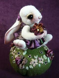 Kacoonda pincushion- absolutely adorable I love the stuffed animals.