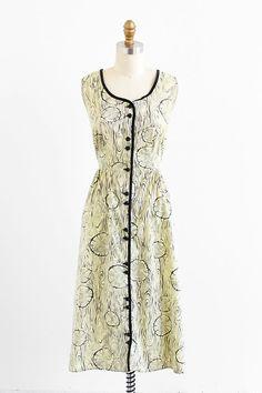 vintage 1940s faux wood novelty print cotton house dress.