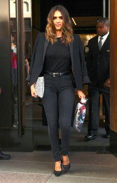 Jessica Alba, black pumps, black blazer, polka dot clutch, black tee, black jeans ☑️