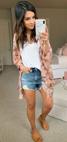 Favored Spring Outfit Trends Ideas For 2019 - Putting together your spring fashion wardrobe is a lot of fun. After months of dark colors and heavy fabrics you now are able to put together an outfi. Mode Outfits, Short Outfits, Outfits For Teens, Trendy Outfits, Fashion Outfits, Fashion Trends, Fashion Clothes, Outfits With Kimonos, Classy Outfits