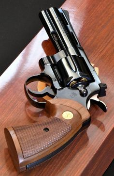 Smith And Wesson Revolvers, Smith N Wesson, Colt Python, Revolver Pistol, Hunting Guns, Cool Guns, Slingshot, Guns And Ammo, Military Aircraft